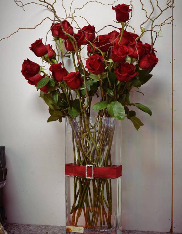12-Stem-Roses-in-a-Vase